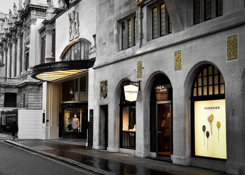 the new Vhernier boutique on the corner of OldBondStreet and BurlingtonGardens
