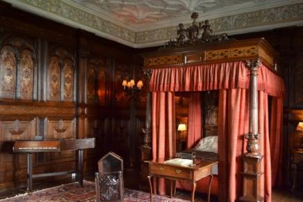 V&A returns Tudor bedroom to original Sizergh Castle setting