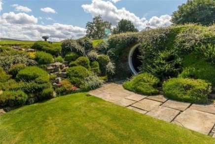Cabbies' shelter and 'hobbit house' Grade II-listed for 70th anniversary