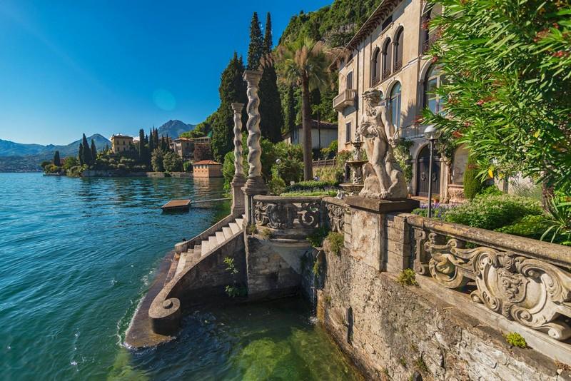 villa monastero views